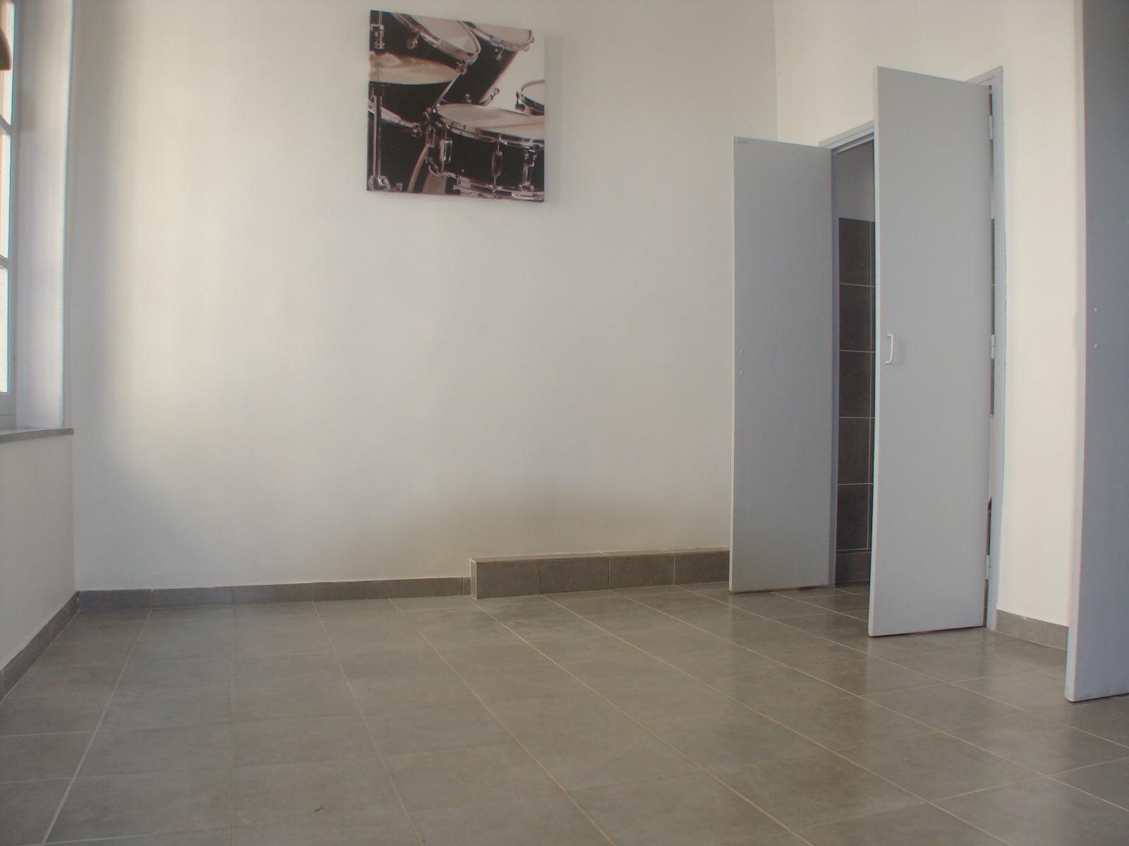 location studio r nov de 16 35 m sh centre ville. Black Bedroom Furniture Sets. Home Design Ideas